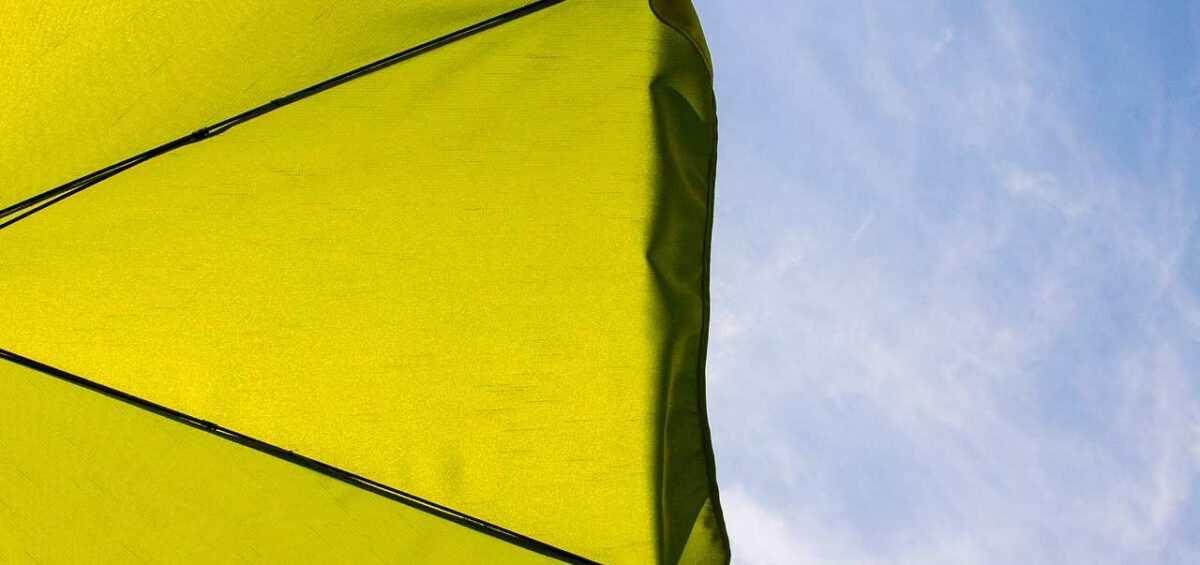 parasol-2363130_1920